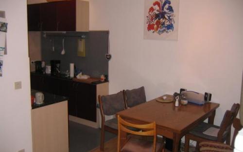 Küche - Tisch und Sitzgelegenheiten